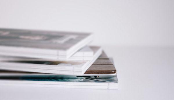 Livres et tablette numérique
